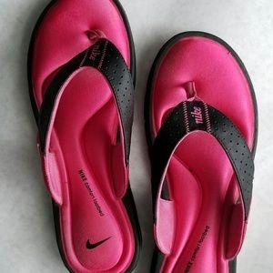 Nike pink padded flip flops